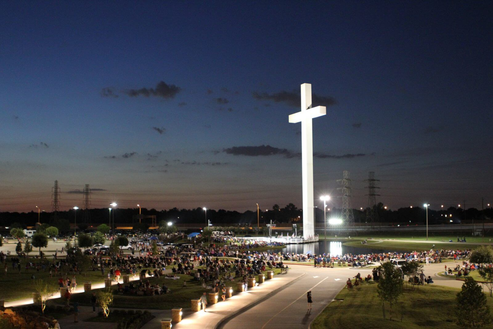 The 170-foot Sagemont Church Cross in Houston, Texas inspired Pastor Milby to build the Corpus Christi Cross. (Photo credit: Sagemont Church. May be republished.)