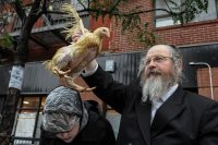 Rabbi performs ceremony